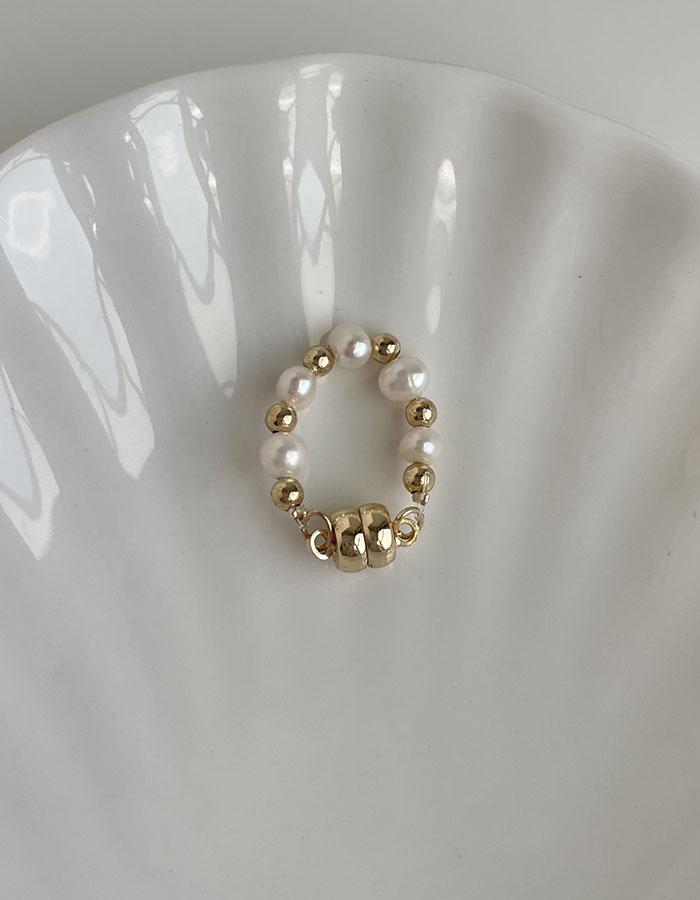 耳骨夾 - 磁吸式單層大小交錯珍珠耳骨夾(單支) - 飾品調色盤 | 迪希雅 deesir