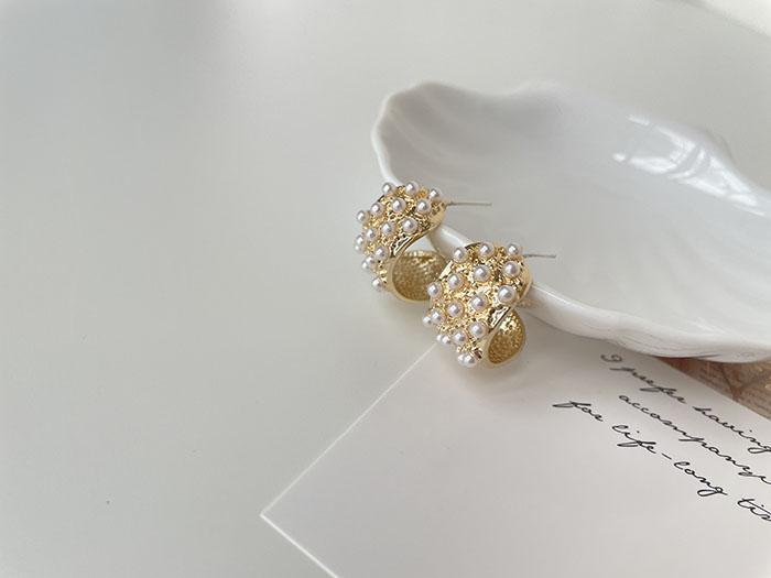 針式耳環 - 鑲滿珍珠C形耳環 - 飾品調色盤   迪希雅 deesir