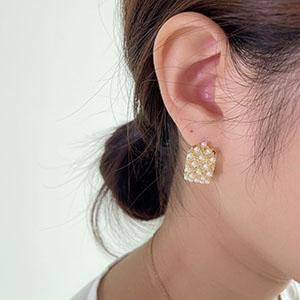 針式 - 鑲滿珍珠C形耳環 - 飾品調色盤 | 迪希雅 deesir