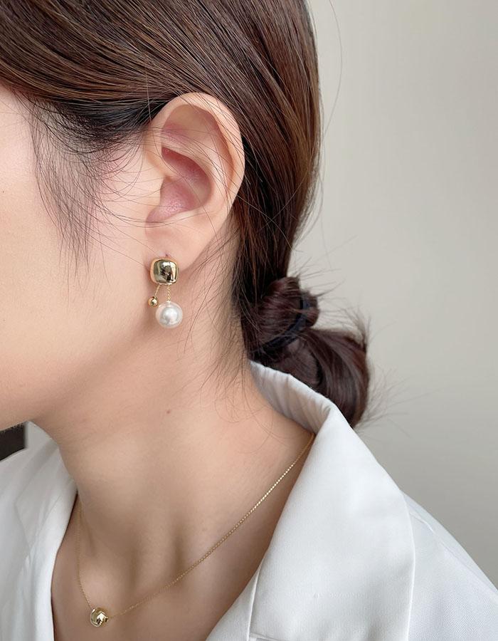 針式 - 方形金屬珍珠垂墜耳環 - 飾品調色盤   迪希雅 deesir