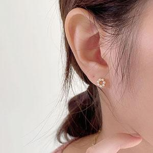 針式 - 小花珍珠耳環 - 飾品調色盤   迪希雅 deesir