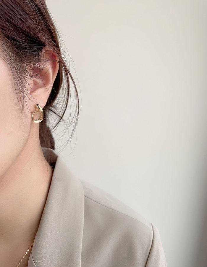 針式 - 水滴曲線條耳環 - 飾品調色盤 | 迪希雅 deesir