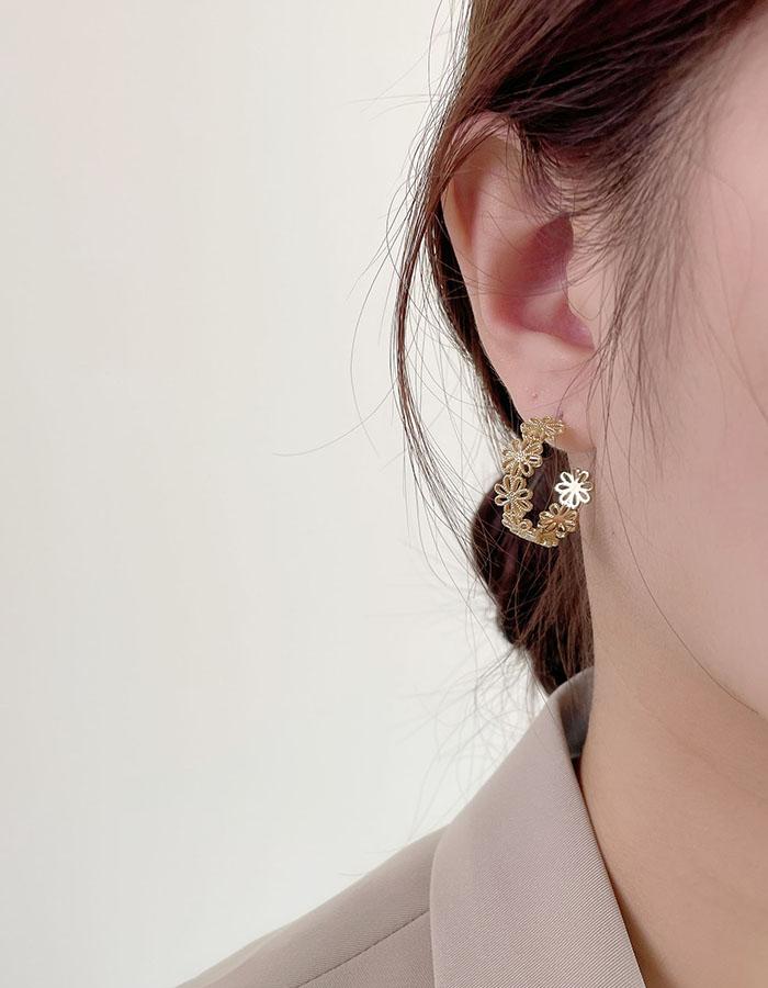 針式 - 鏤空花朵C型耳環 - 飾品調色盤   迪希雅 deesir