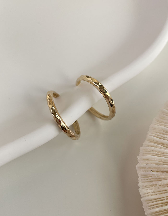 針式 - 菱格面C字耳環 - 飾品調色盤   迪希雅 deesir