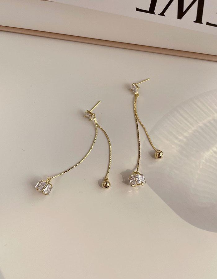 針式 - 輕垂墜亮鑽耳環 - 飾品調色盤 | 迪希雅 deesir