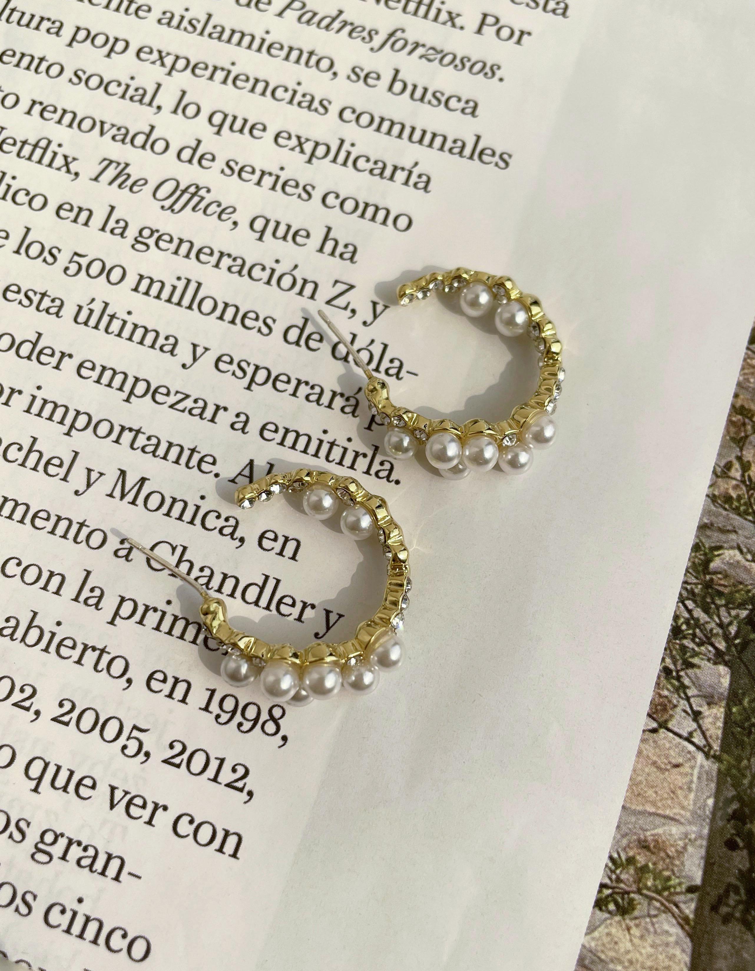 針式 - 優雅珍珠鑲鑽C字耳環 - 飾品調色盤   迪希雅 deesir